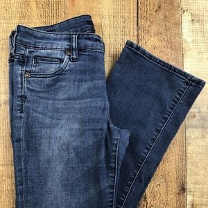 Kut from the Kloth Low Rise Boot Cut Jeans DK19